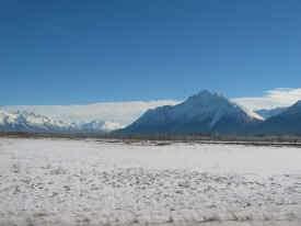Mountains.jpg (897095 bytes)